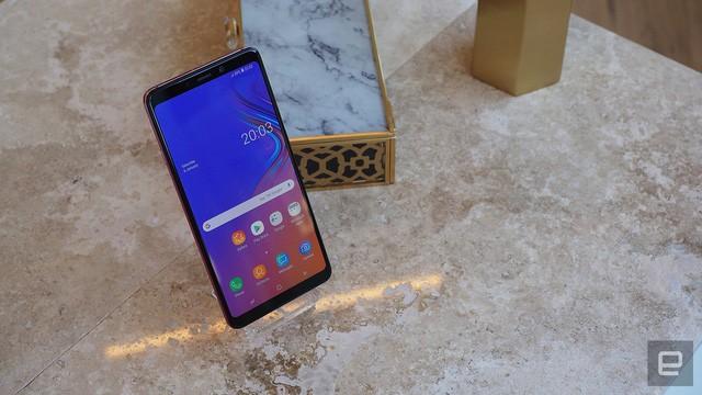 Sản phẩm sở hữu thiết kế màn hình vô cực giống các mẫu smartphone gần đây của Samsung