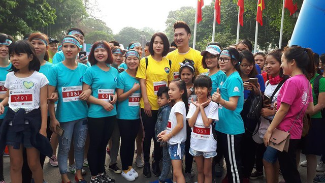 Diễn viên Mạnh Trường cùng gia đình tham gia giải chạy gây quỹ cho trẻ em bị ảnh hưởng tai nạn giao thông, trẻ em nghèo. Ảnh PT