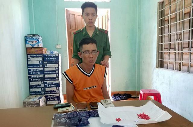 Đào Duy Khánh cùng số ma túy bị bắt giữ. Ảnh: P.N.