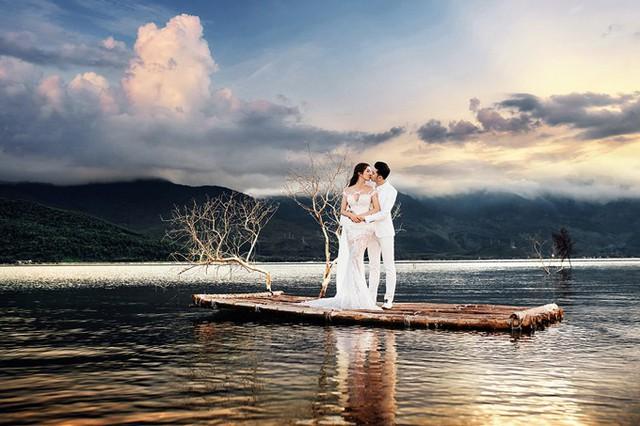 Bộ ảnh được thực hiện bởi producer Nguyễn Thiện Khiêm, make-up Justin Vũ và trang phục của NTK Anh Thư.