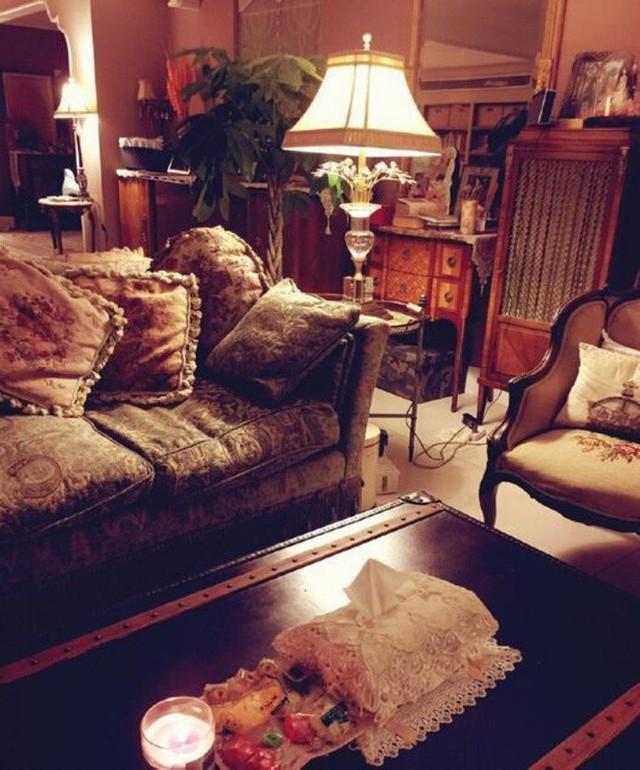 Phòng khách sang trọng và ấm cúng.