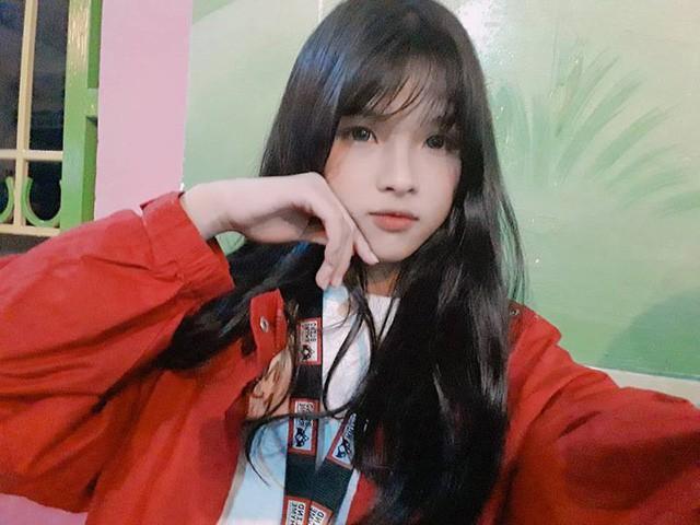 Mái tóc từng khá dài của Hà Giang