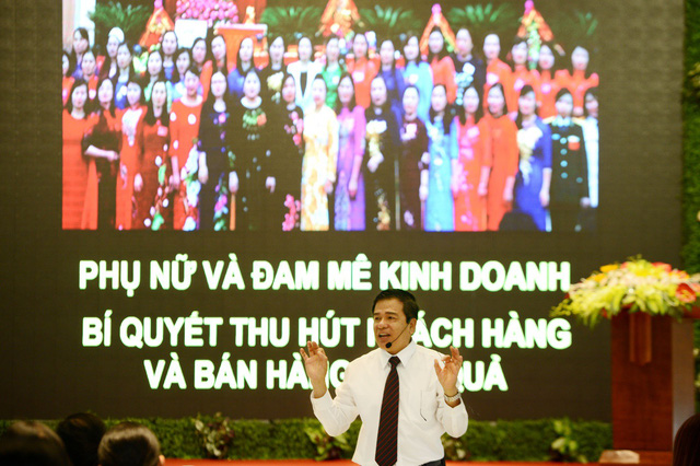 Ông Nguyễn Văn Tòng, TT nghiên cứu kinh doanh và khởi nghiệp chia sẻ bí quyết kinh doanh với chị em phụ nữ Thanh Hóa trong CT Chắp cánh đam mê phụ nữ Việt