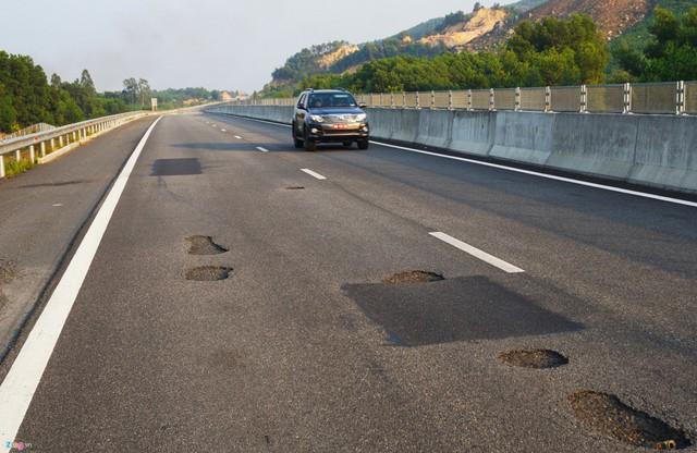 Cao tốc Đà Nẵng - Quảng Ngãi vừa làm đã hỏng.