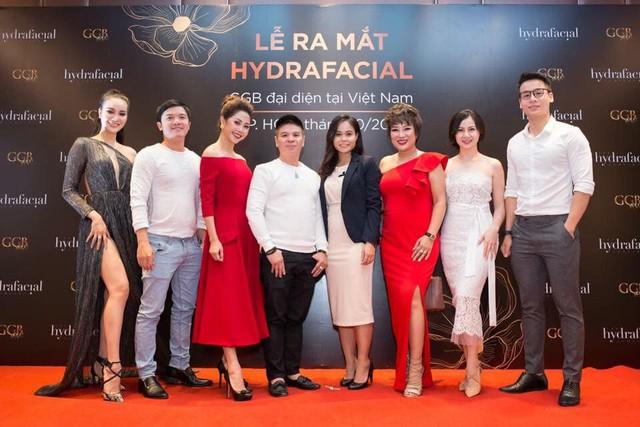 Á hậu sắc đẹp toàn cầu Dương Yến Phi và các người đẹp show biz đều yêu thích HydraFacial