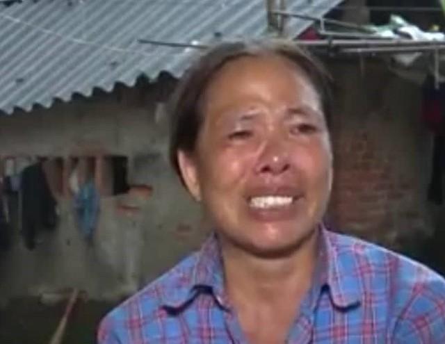 Bà Nguyễn Thị Hoa - mẹ nữ sinh Trần Thị Thúy.