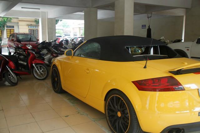 Chiếc xe Audi bị Sơn dùng kiếm chém vỡ kính chắn gió.
