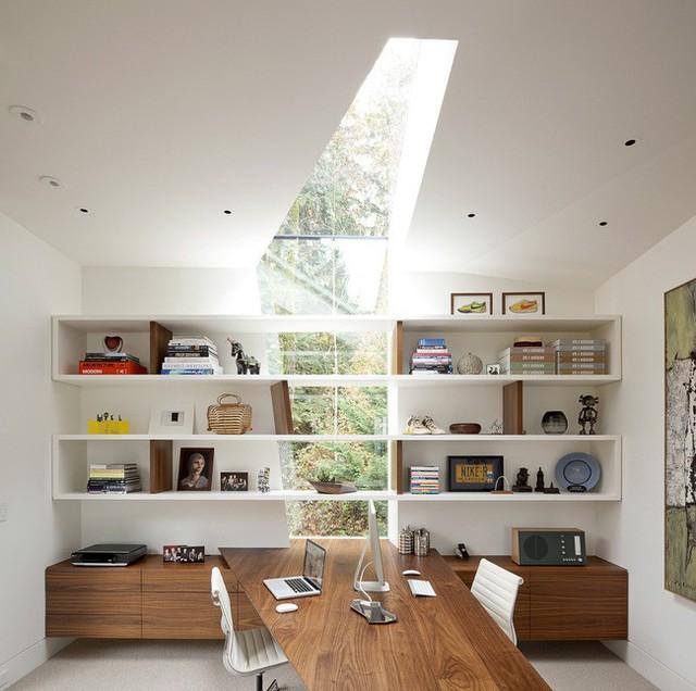 Nếu bạn là người thích nổi bật trong đám đông và nhà bạn là độc nhất, hãy thiết kế cửa sổ trời riêng biệt cho không gian nhà ở của bạn. Bạn có thể lấy cảm hứng từ thiết kế cửa sổ góc độc đáo trong văn phòng hiện đại này.