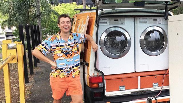 Và cuối cùng: Chàng trai rong ruổi khắp mọi miền đất nước để giặt quần áo miễn phí cho người vô gia cư.