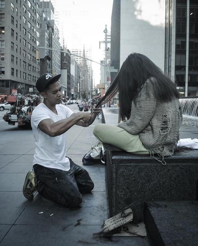 Chàng thợ hớt tóc với tấm lòng tốt bụng này luôn dành mỗi ngày chủ nhật để đi cắt tóc miễn phí cho người vô gia cư.