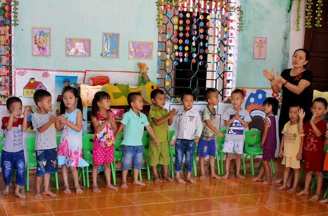 Một giờ học của học sinh Trường Mầm non Kim Thượng, huyện Tân Sơn.     Ảnh: H. Trang