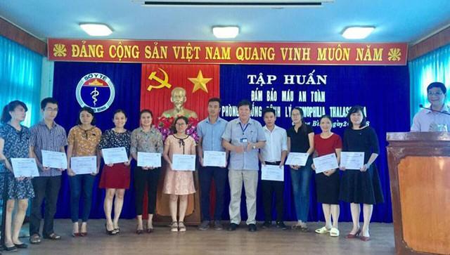 Các học viên được nhận chứng chỉ sau khóa học