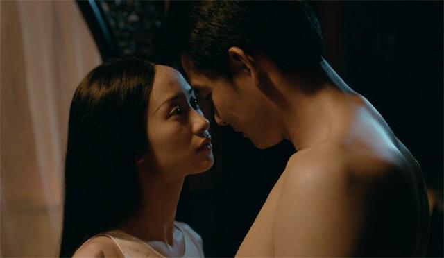 Quách Ngọc Ngoan cảnh tình tứ với Jun Vũ trong phim Người bất tử.