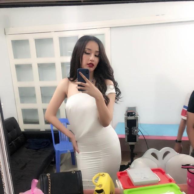 Nổi tiếng là mỹ nhân xinh đẹp, quyến rũ của showbiz Việt, thế nhưng thời gian gần đây Mai Phương Thuý liên tục kêu ca về việc mất kiểm soát cân nặng. Cụ thể, người đẹp tiết lộ mình đang ở ngưỡng 70 kg, một con số hoàn toàn không tưởng ở một Hoa hậu.