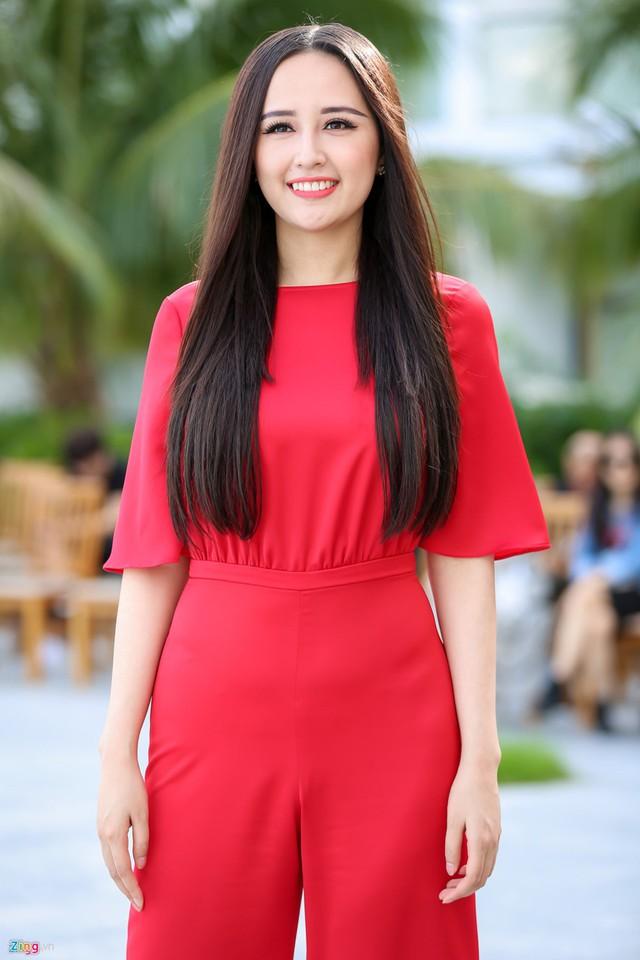 Chưa hết, mới đây cô còn than vãn việc mình quá béo, vòng một 95 cm, bắp tay to. Hoa hậu Việt Nam 2006 phải nhờ đến sự giúp đỡ của dân mạng về bí quyết để giảm cân, quan trọng là bắp tay nhanh chóng giữa thời kỳ này.