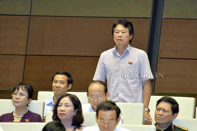 Đại biểu Đinh Văn Nhã, đoàn Phú Yên nêu ra các bất cập khi triển khai BOT Đèo Cả gây khó cho nhà đầu tư.