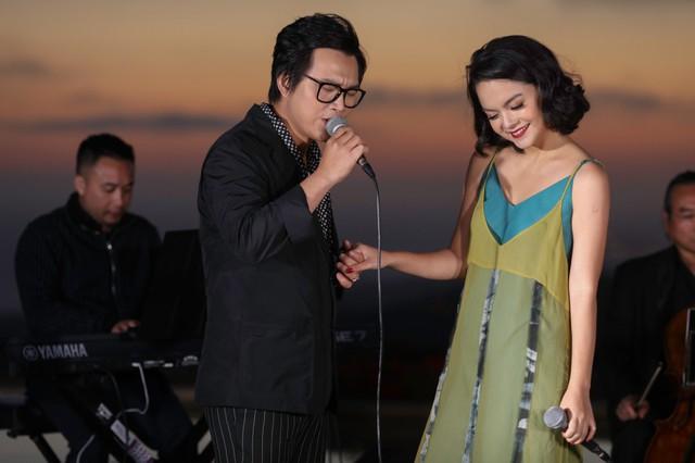 """Hình ảnh mới nhất của ca sĩ Phạm Quỳnh Anh và ca sĩ hải ngoại Hoàng Hiệp trong series video âm nhạc """"Lam Phương - The Gift""""."""