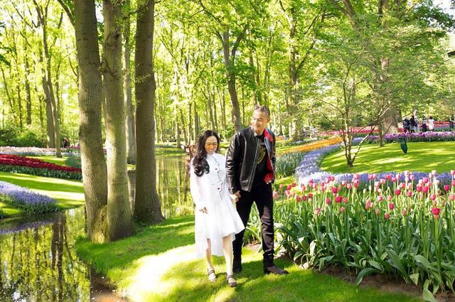 Quách Ngọc Ngoan và Phượng Chanel thường duyên đi du lịch, nghỉ dưỡng cùng nhau. Hai người thường xuyên dành cho nhau những cử chỉ, hành động thân mật.