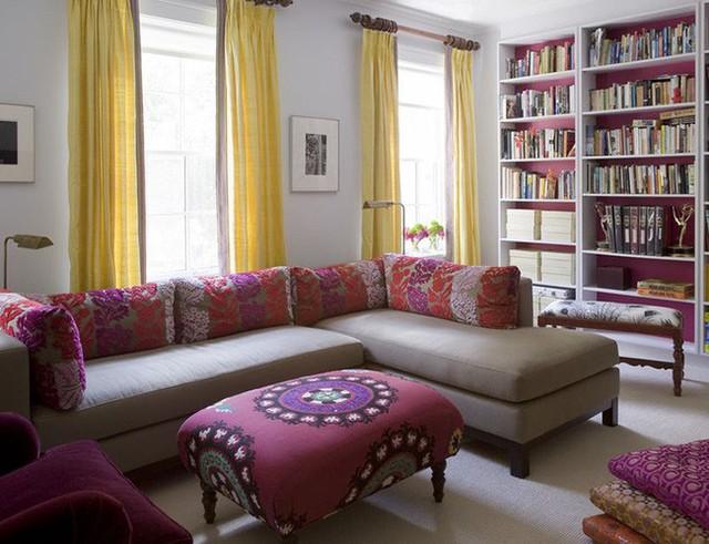 Bằng trực quan, mọi người đều thấy được rằng những bộ rèm cửa dáng dài giúp gia tăng sức hút của căn phòng hơn rất nhiều.
