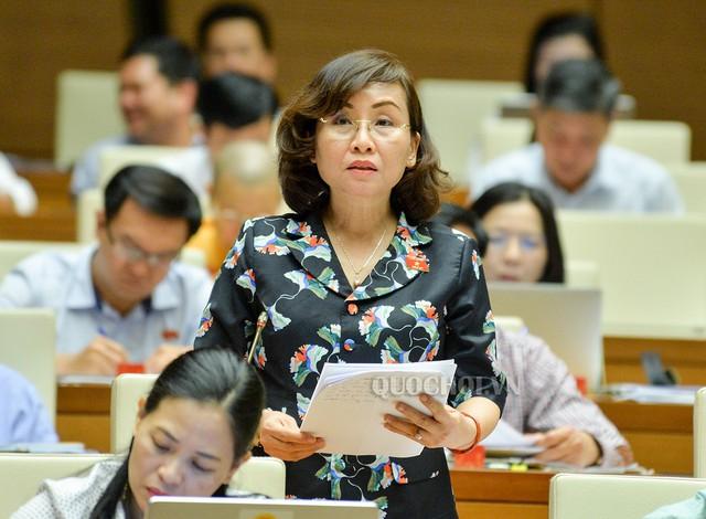 Đại biểu Ngô Thị Kim Yến (đoàn TP Đà Nẵng) đề nghị tăng chi cho ngành Y tế.     Ảnh: QH