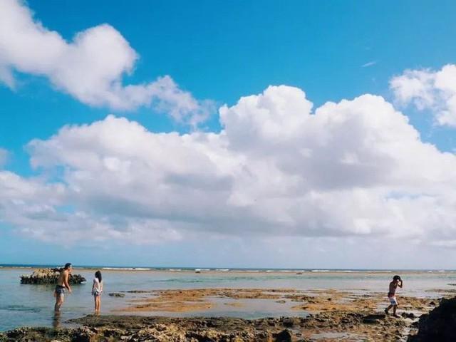 Đi 10 phút là đến biển.