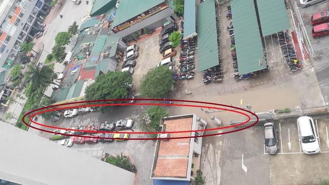 Đoạn đường ngắn nhưng là minh chứng hùng hồn cho sự chậm chạm xử lý của UBND TP Hà Nội.