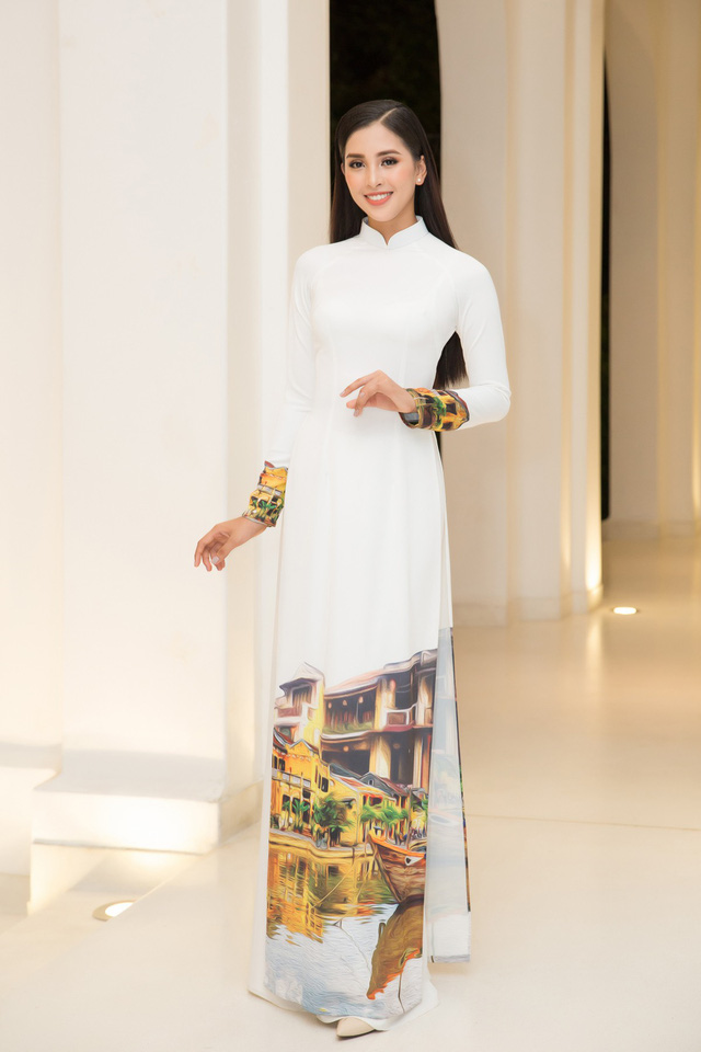 Hoa hậu Trần Tiểu Vy thu hút bởi vẻ đẹp sắc nét, hiện đạ