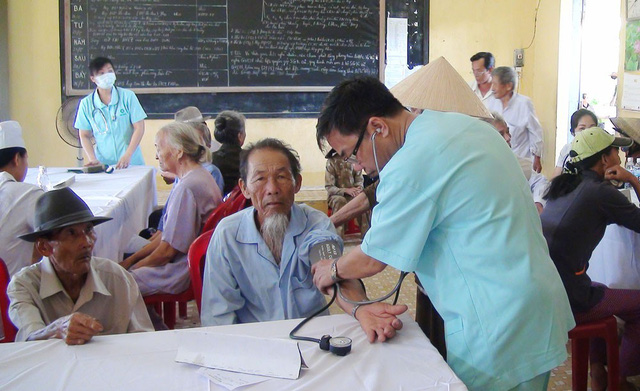 Người cao tuổi ở vùng nông thôn, vùng sâu, vùng xa rất cần được khám sức khỏe để nâng cao sức khỏe, nâng cao chất lượng dân số. Ảnh: Báo Phú Yên