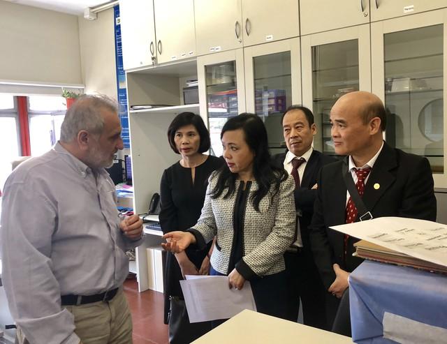 Bộ trưởng Nguyễn Thị Kim Tiến thăm Bệnh viện Nhi Garrahan