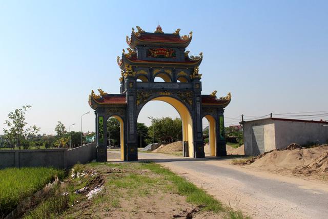 Cổng thôn Cự Lộc, xã Minh Đức - nơi xảy ra vụ việc. Ảnh: Đ.Tùy