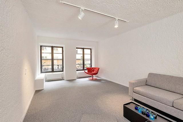 Sự đơn giản thể hiện rất rõ trong cách bố trí và sử dụng nội thất của ngôi nhà.