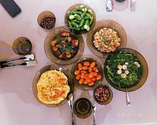 Cô chú trọng thiết kế thực đơn giàu dinh dưỡng, có thể ăn nhiều và ăn lúc tối muộn mà không sợ tăng cân.