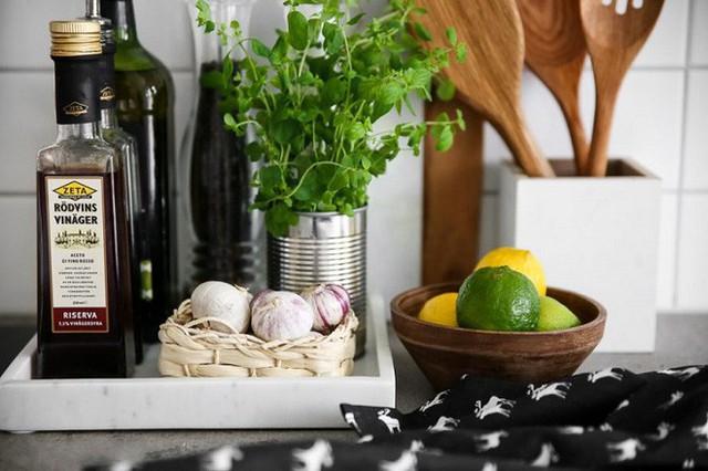 Khay có thể giúp bạn quy hoạch lại được những đồ gia dụng nho nhỏ dễ sử dụng và gọn gàng hơn.