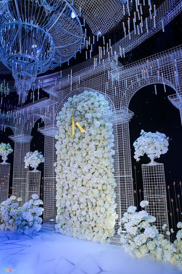 Từng chi tiết nhỏ trong lễ cưới được sắp xếp tỉ mỉ, cầu kỳ.