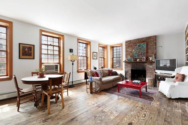 Căn nhà có đến 22 cửa sổ và 2 lò sưởi khiến căn penhouse này luôn mát mẻ vào mùa hè và ấm áp vào mùa đông.