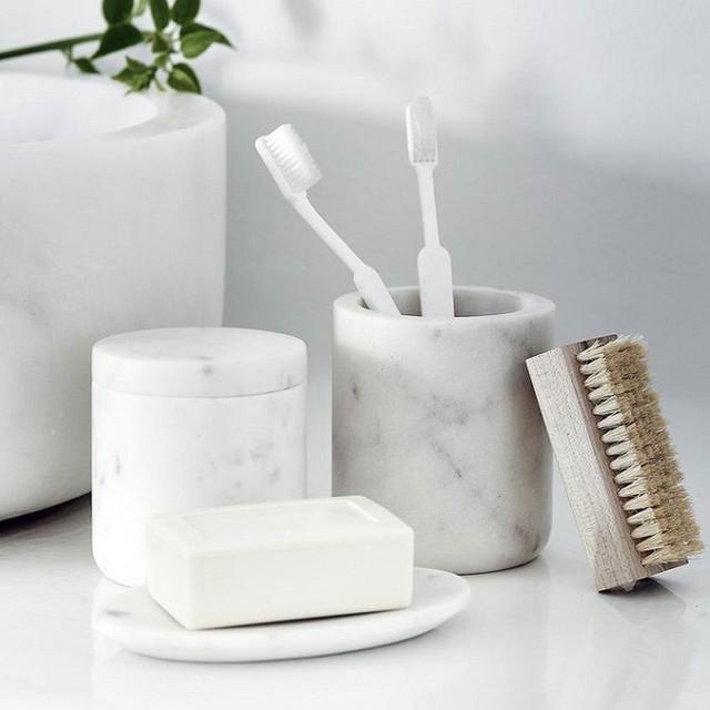 Làm vật liệu đựng đồ dùng cá nhân trong nhà tắm cũng rất nuột.