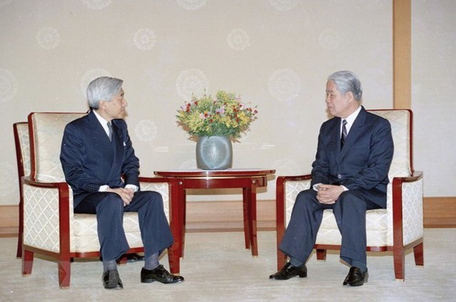 Tổng Bí thư Đỗ Mười hội kiến Nhật Hoàng Akihito tại Hoàng cung (Tokyo, Nhật Bản) ngày 19-4-1995. Ảnh: Xuân Lâm - TTXVN