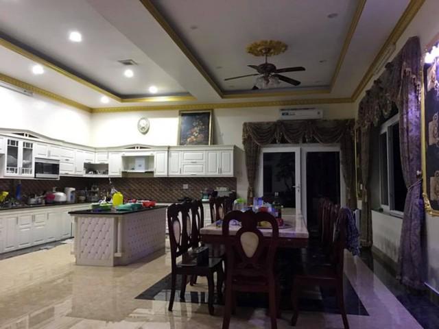 Phòng ăn hiện đại với gam màu sáng thanh lịch, tinh tế.