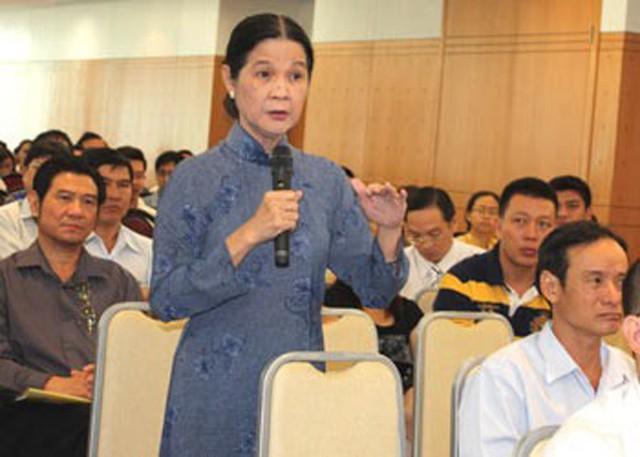 Luật sư Trương Thị Hòa trong một lần đăng đàn tư vấn pháp luật.