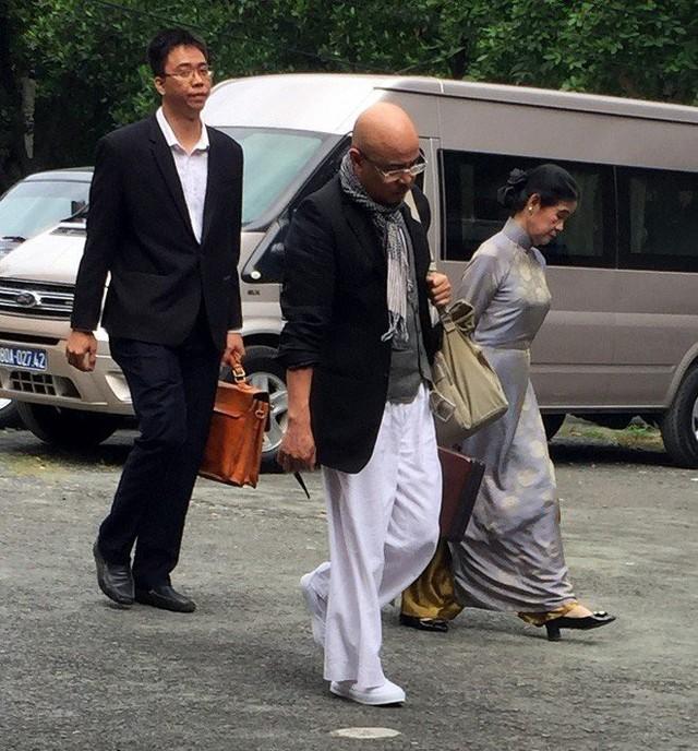 Luật sư Trương Thị Hòa trong một lần cùng ông Đặng Lê Nguyên Vũ đến tòa.
