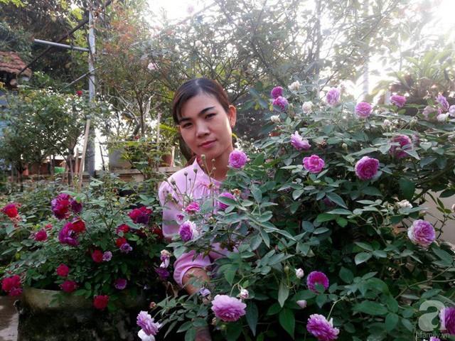 Chị Trọng rất yêu hoa và khu vườn của gia đình mình.