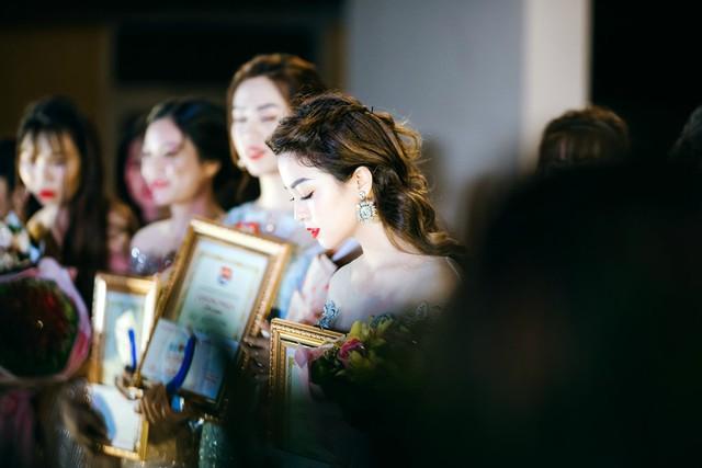 Sau 6 tháng, cuộc thi Gương mặt nữ sinh viên Y dược 2018, do ĐH Y dược Thái Nguyên tổ chức, đã tìm ra hoa khôi trong số 54 cô gái là Hồ Liên (23 tuổi). 9X tốt nghiệp ngành Dược hồi tháng 8 với kết quả loại khá. Ảnh: Tiểu Màn Thầu.