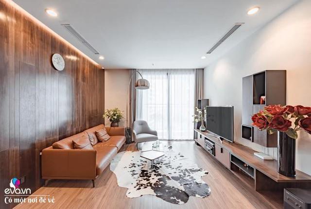 Không gian phòng khách đầm ấm, tràn ngập ánh sáng của nhà chị Trang.