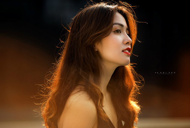 Trước đó, các bức ảnh dự thi ở vòng 1 của Hồ Liên cũng thu hút sự chú ý từ cộng đồng mạng. Nhan sắc của cô được đánh giá xinh đẹp, mong manh nhưng vẫn sắc sảo. Ảnh: Lê Anh Tuấn.