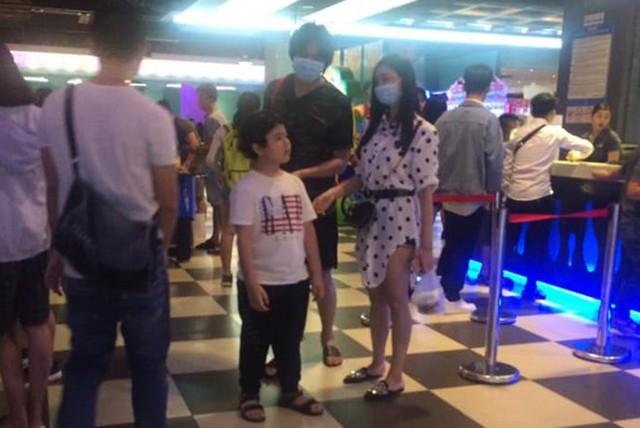 Hình ảnh Tim và Trương Quỳnh Anh bên nhau tại rạp chiếu phim.