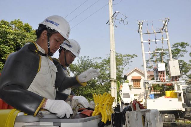 Việc đấu nối trạm biến áp Kim Quan 7 được thực hiện trực tiếp trên đường dây 22kV đang mang điện.