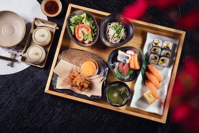 Sorae Restaurant & Lounge nổi tiếng với những món sashimi trứ danh với các nguyên liệu tươi ngon nhất.