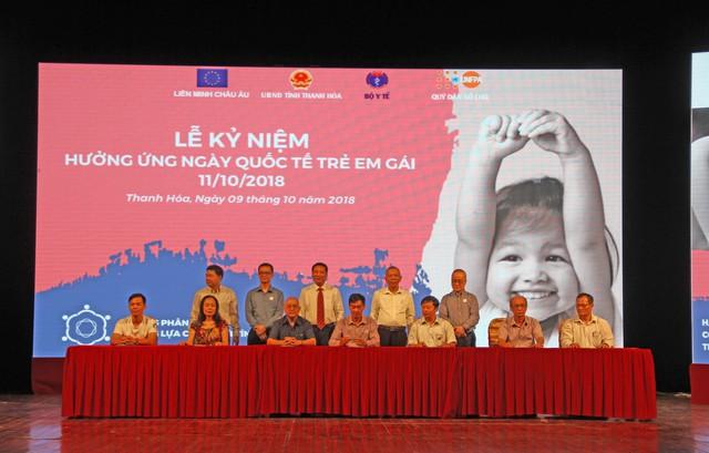 Đại diện các cơ sở y tế ký cam kết chung tay giải quyết vấn đề Mất cân bằng giới tính khi sinh