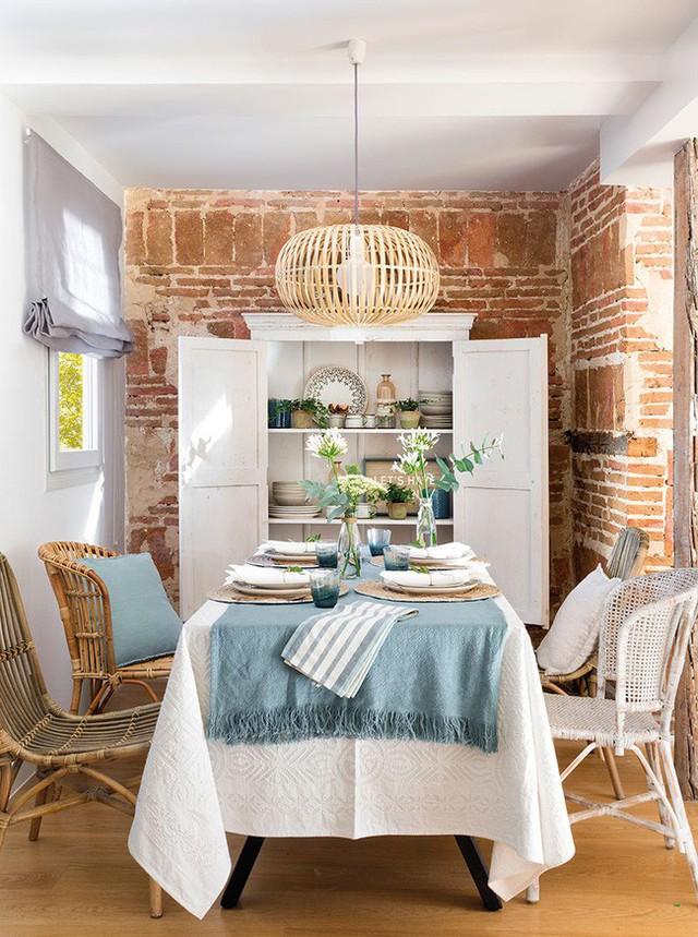 13. Phòng ăn nhỏ hẹp nhưng vô cùng đẹp, ấn tượng.