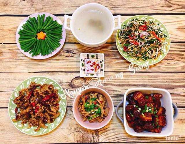 Theo chị Giang, người phụ nữ thời đại nào cũng vậy, nếu biết nấu ăn sẽ tốt hơn, vì nấu các món ăn ngon cũng thể hiện được một phần sự quan tâm, chăm chút của người phụ nữ dành cho các thành viên trong gia đình.